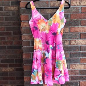 Dresses & Skirts - Beautiful bright spring floral dress